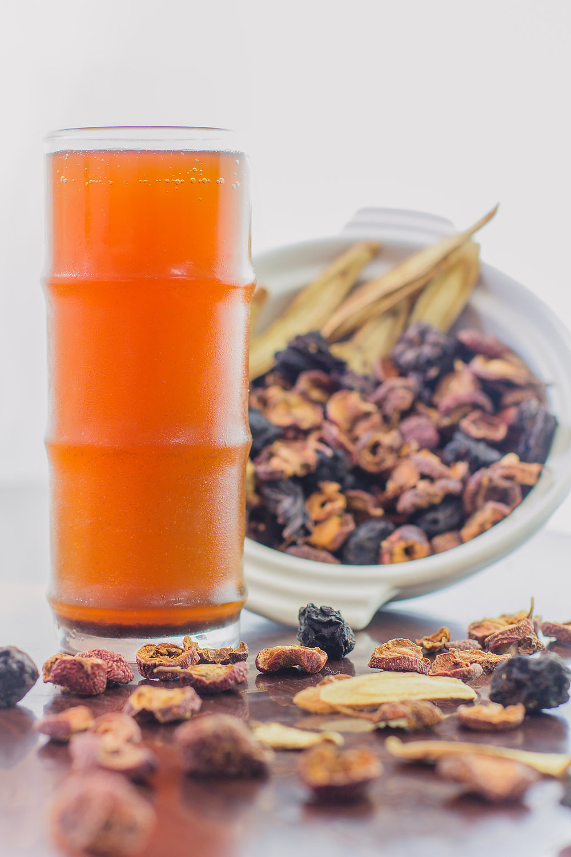 말린 계수나무꽃 & 자두 음료