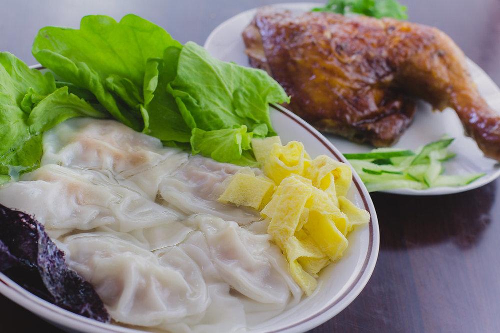오늘의 스페셜 콤보: 완탕 수프 + 구운 양념 닭다리