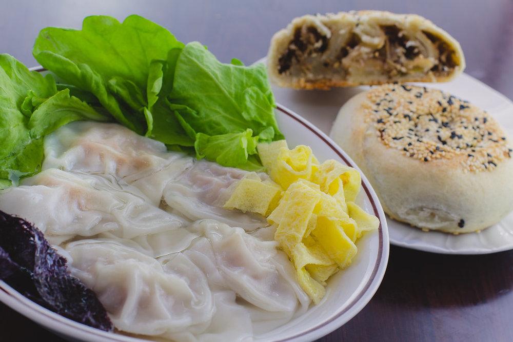 Eセット=ワンタンスープ+切り干し大根の中華風お焼き