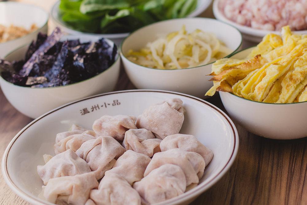 冷凍餛飩 (四人份):20顆餛飩外加青菜及配料