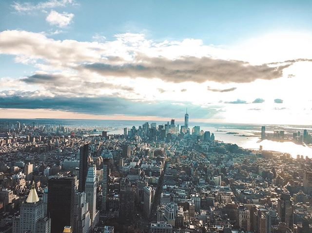 Working from the Big Apple next week 🍎 :: New York City ✨ here I come! I need any & all recommendations for the best cafes, co-working spots, restaurants and things to do!  Please share below! ⬇️