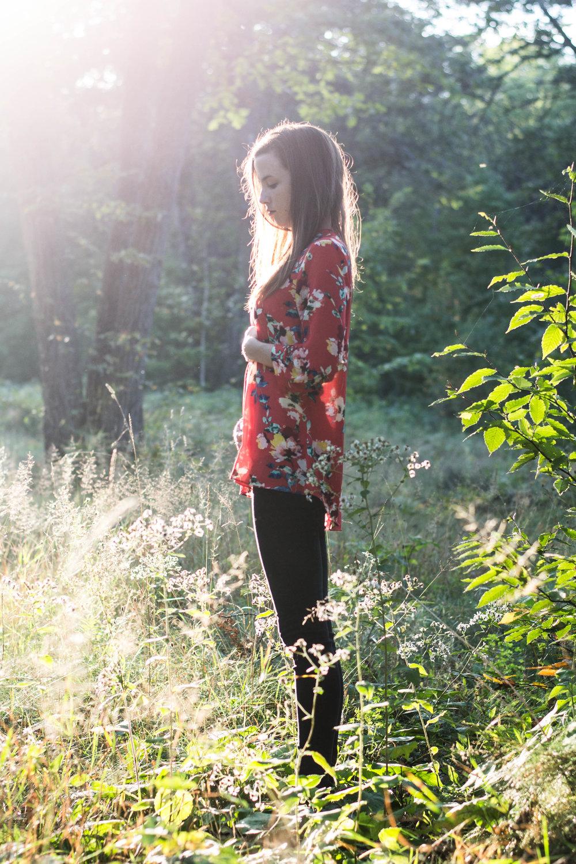 4 Week Bumpdate || Pregnancy Belly Shot at 4 weeks || First Pregnancy || Hayley Fiser || thehayleyfiser.com