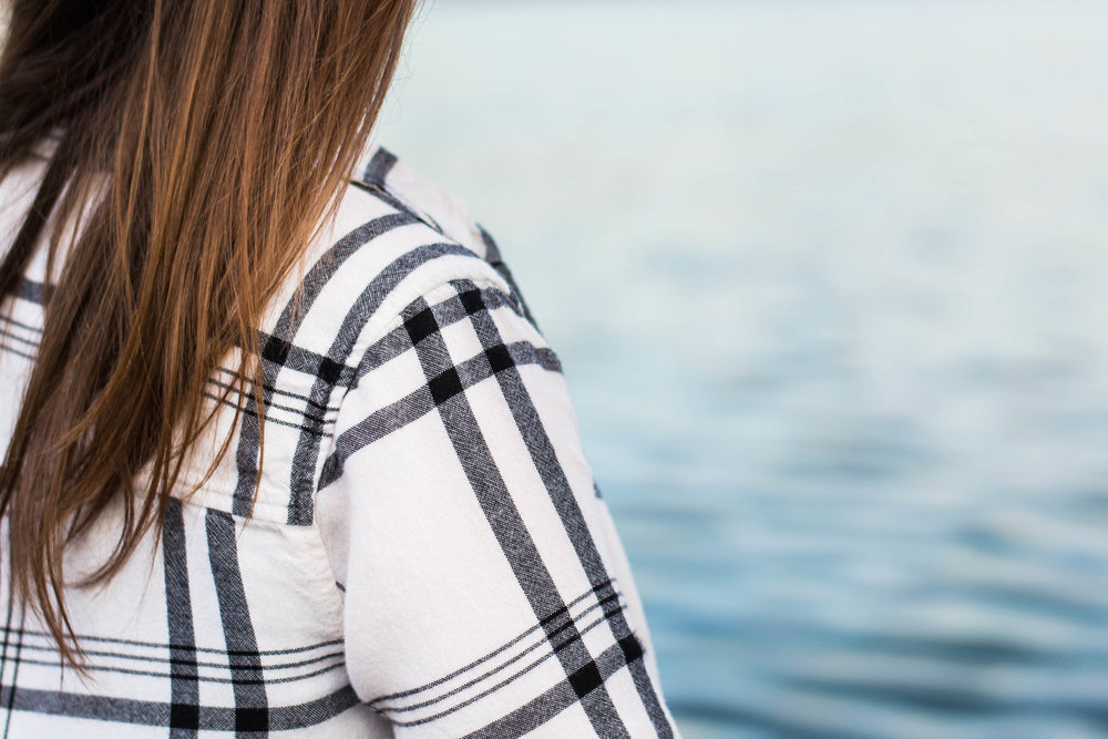 A fun, casual, everyday plaid outfit to celebrate Plaidurday || Hayley Fiser || thehayleyfiser.com