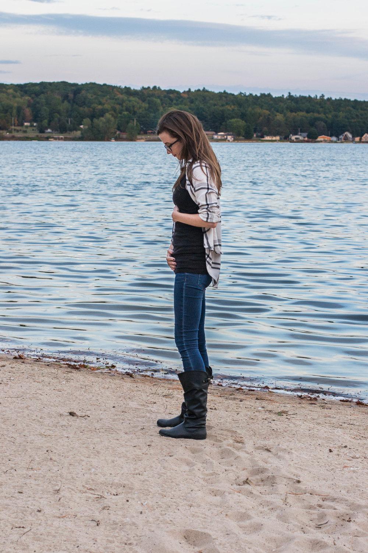 Week 5 Pregnancy Bumpdate photo || Hayley Fiser || thehayleyfiser.com
