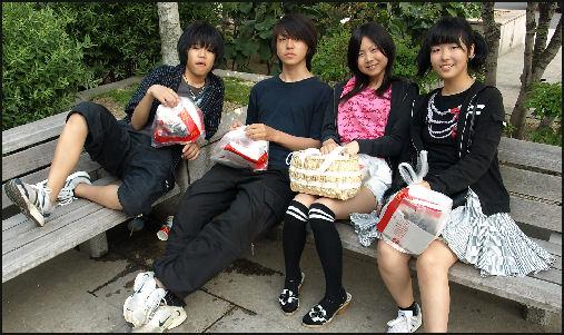 20090803-Ray Kinnane four_youths_at_station.jpg