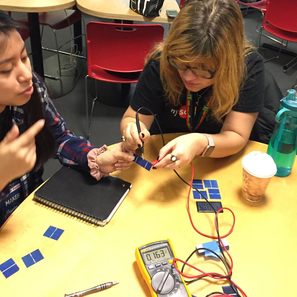 Explainers Estefany & Sophia experimenting with raw solar cells.