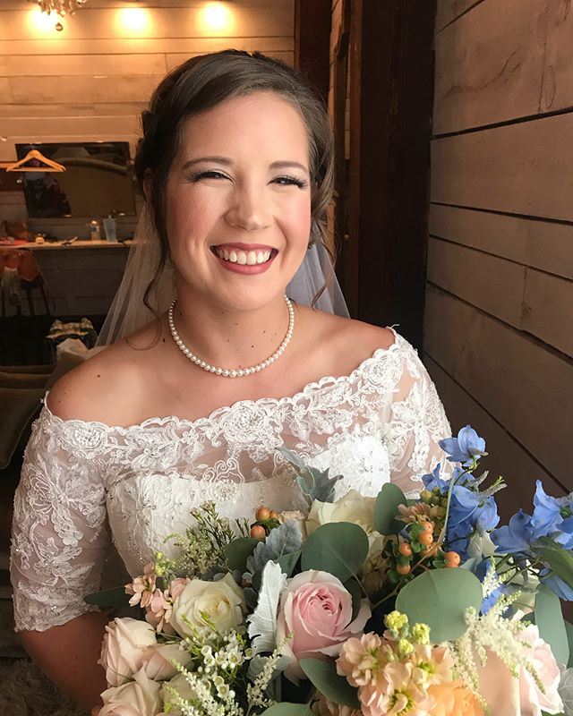 Had the pleasure of helping this #beautiful #blessedbride on her big day! Isn't she #STUNNING !?!? . . . #theblessedbride #theblessedbridemua #bridesoftx #summerbrides #dtx #dallashairstylist #dallasmua #dfwhairstylist #dfwmakeupartist #dfwbride