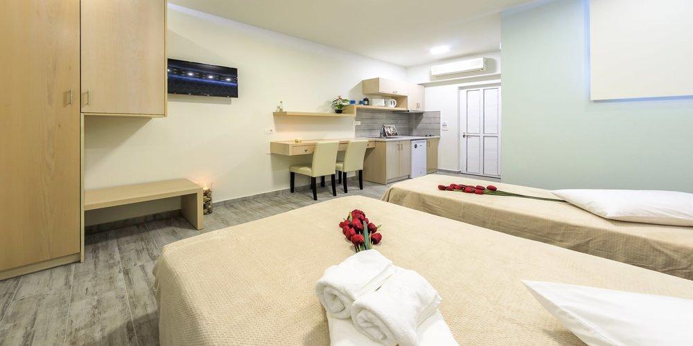 deluxe-studio-apartment-in-zante-greece.002.jpeg