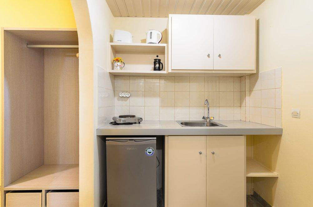 04-kitchen-1-min.jpg