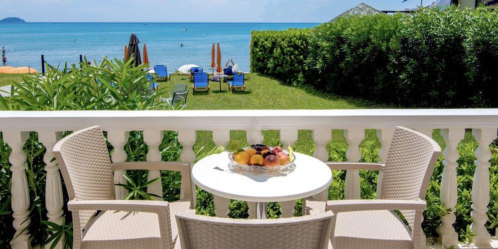 3-zante-hotel-breakfast-by-the-sea.001.jpeg
