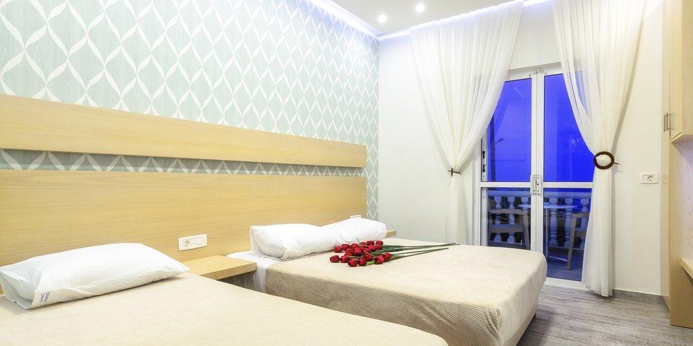 5-deluxe-studio-apartments-in-zante-greece.001.jpeg