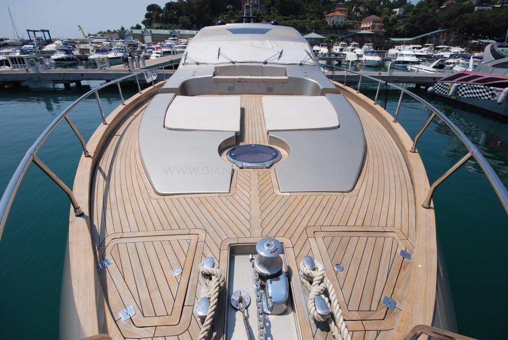 italian-yachts-jaguar-80-miss-11-for-sale-6.jpg