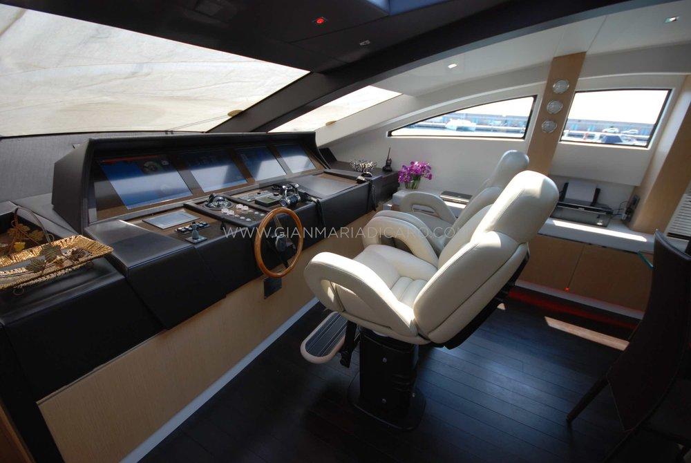 italian-yachts-jaguar-80-miss-11-for-sale-11.jpg