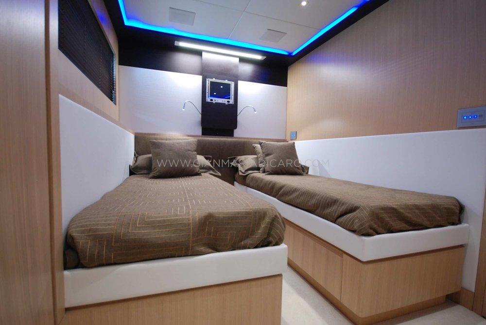 italian-yachts-jaguar-80-miss-11-for-sale-13.jpg