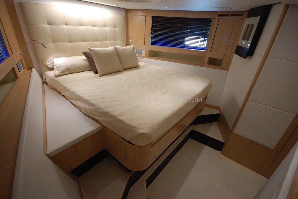 italian-yachts-jaguar-80-miss-11-for-sale-17.jpg