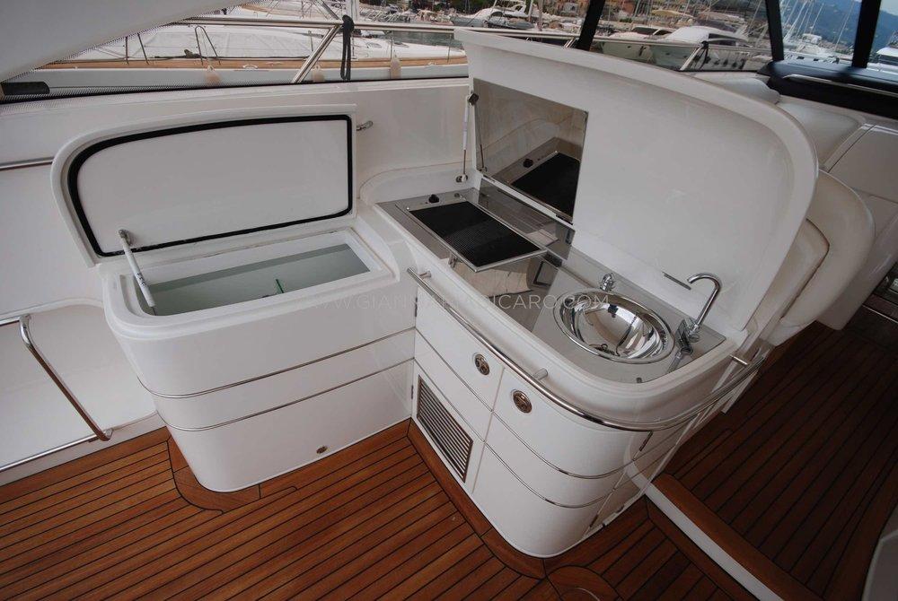 princess-yachts-v58-maestro-di-vita-for-sale-9.jpg