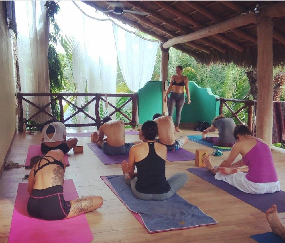 paraiso yoga class.jpeg