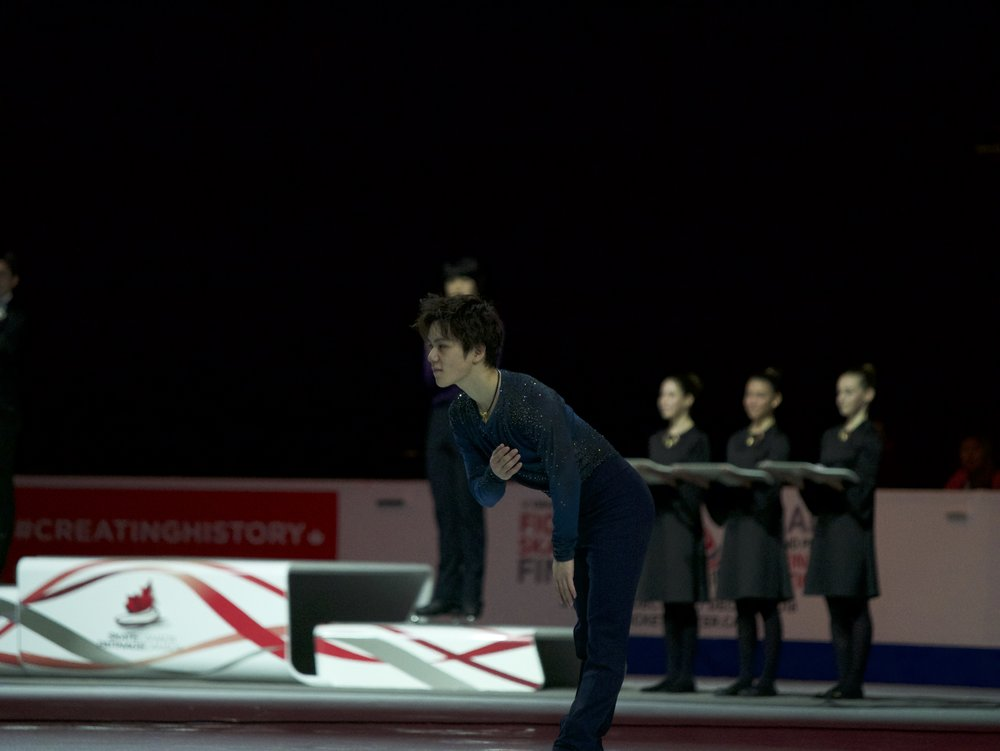 Skate Canada Men's Champion Shoma Uno bows at the Victory Ceremony (   Photo credit: Gabb   )