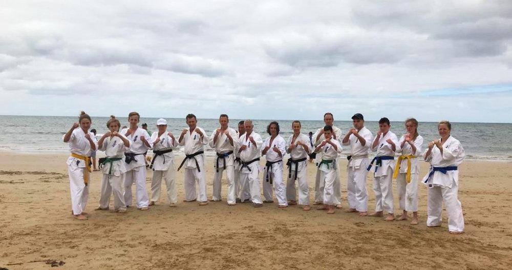 kyokushin-karate-bendigo_instructors-and-students.jpg