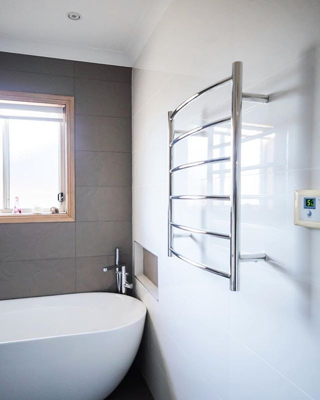 Add a stylish touch to your bathroom with a heated towel rack, with adjustable temperature and a stainless steel body 🔥  Functionality and style are the perfect combination for your dream bathroom 💎 | #bathroomsofinstagram #realestate #design #architecture #bathroomdesign #bathroomdecor #bathroomremodel #moderndesign