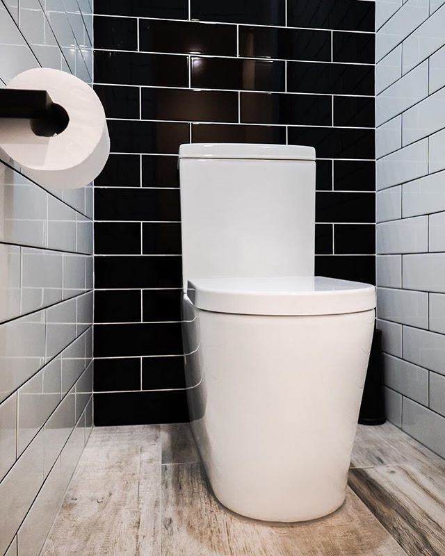 We're still in love with the dark accents of Amanda's renovation project 😍 A moody yet welcoming toilet beautifully utilising the contrast of the timber look tiles.  #bathroomsofinstagram #realestate #design #architecture #bathroomdesign #bathroomdecor #bathroomremodel #moderndesign