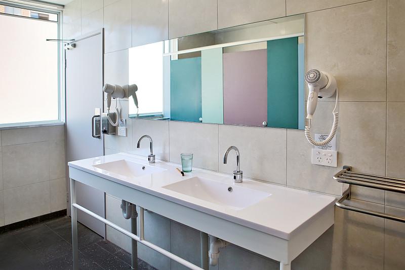 Spinners_Bathroom_1_opt.jpg