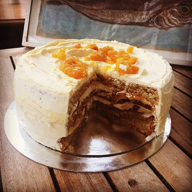 New GF cake Lemon & almond cake with exotic fruit- gluten free: almond, caster sugar, oil, eggs, lemon, butter, icing sugar, pineapple, mango, peach, passion fruit#golbornemarket #foodie #glutenfree #summer #golbornedeli #golborneroad #golborneroad #cakes #cakes #cakedecorating #london