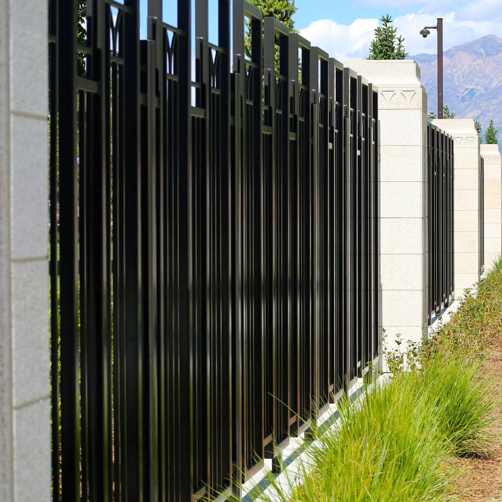 outdoor-fence-wall-steel-metal-facade-1094009-pxhere.com.jpg