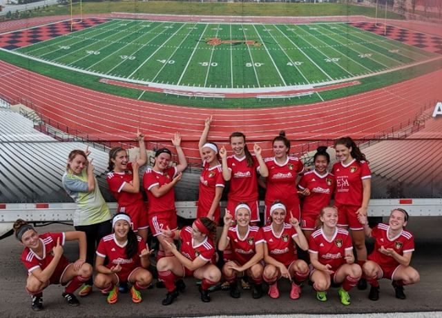 This past weekend the GU17 Red 🔴 team (with 2 awesome callups from GU16 Red ❤️) placed 2nd in the Heart of York tournament in Newmarket, losing 2-1 in the finals to a very strong team from Vaughan.  The girls had 1️⃣4️⃣ goals for and only 3 against in 6 games.  They received many compliments from other coaches and tournament officials on their strong possession and passing game.  It was beautiful soccer to watch and we are very proud of them!