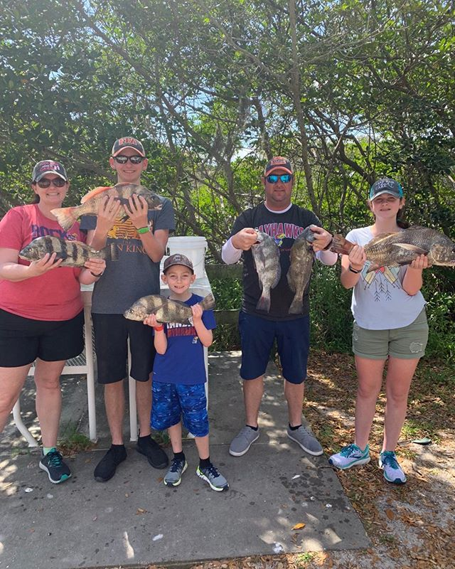 The Hammersmiths put the hammer down on some drum today. Always fun with this family #evinrude #powerpole #boatsnmotors#ofishlyhooked