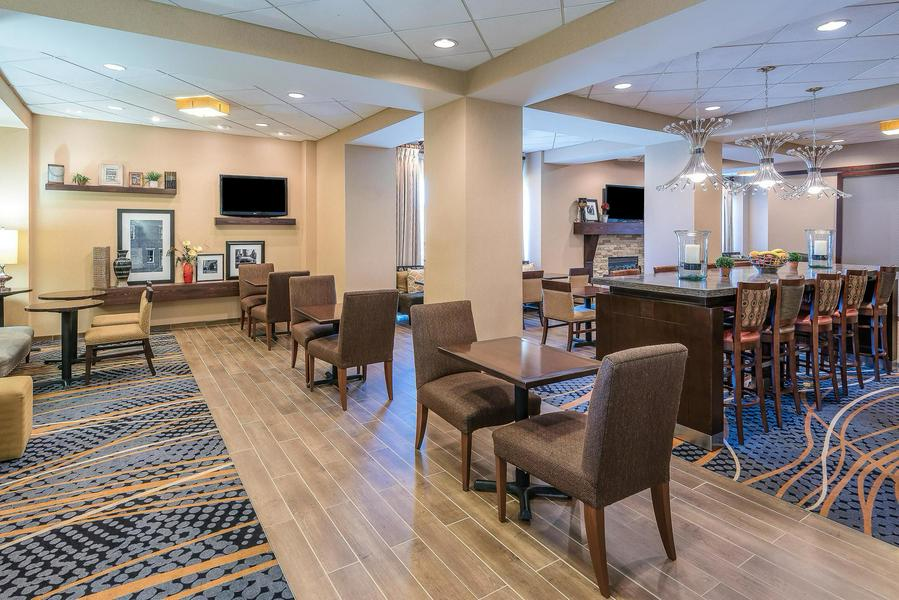 The Hampton Inn Charlotte-Uptown hotel, located in the heart of Charlotte, offers 149 guest rooms.