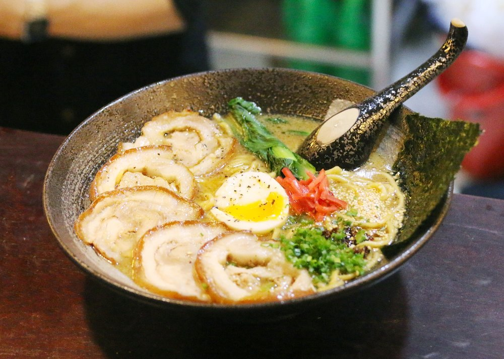 bars-ramen-in-saigon-3227779_1920.jpg