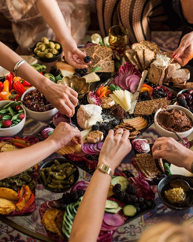 With the holiday season upon us, and our inboxes full to bursting with insistent cries to consume, it's a time worthy of appreciating the kind of abundance that truly nourishes us 〰️ Food, community, love for ourselves and one another - all to be held and savored today, tomorrow and always 〰️ • 📷 @betsyandjohnphoto of this luscious spread by @melissaaparicio for @the_nomadkitchen 🍽 • #dinnerparty #snackboard #tablescape #community#highvibrationalfoods #gratitude #abundance #holidayparty
