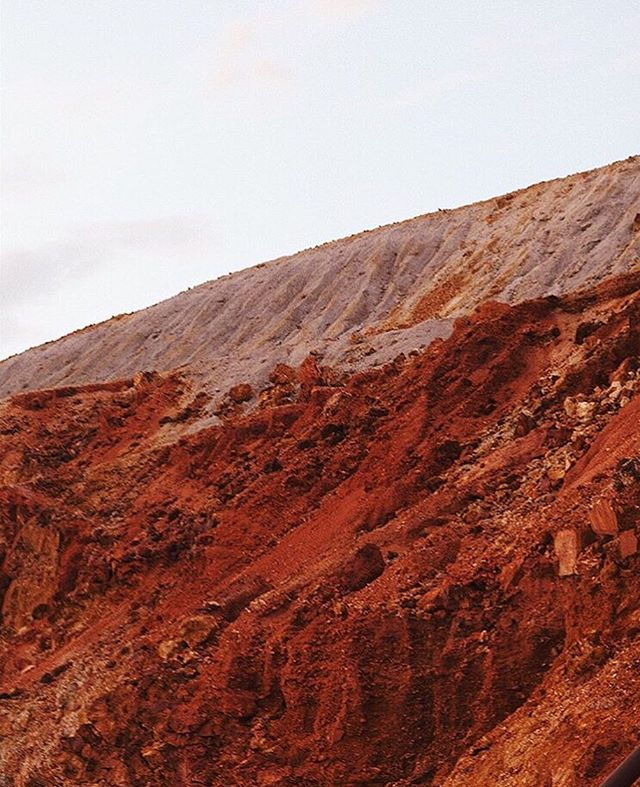The endlessly inspiring colors of Bisbee 〰️ Maybe there's something to learn from a place where even its scars are beautiful? • Photo via @livesstyled • #bisbee #miningtown #landscape #photography #travel #mytinyatlas #explore #copper #minerals #naturalbeauty #earthmagic