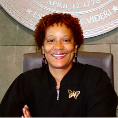 ELAINE O'NEAL   Decana de la Facultad de Abogacía de NCCU