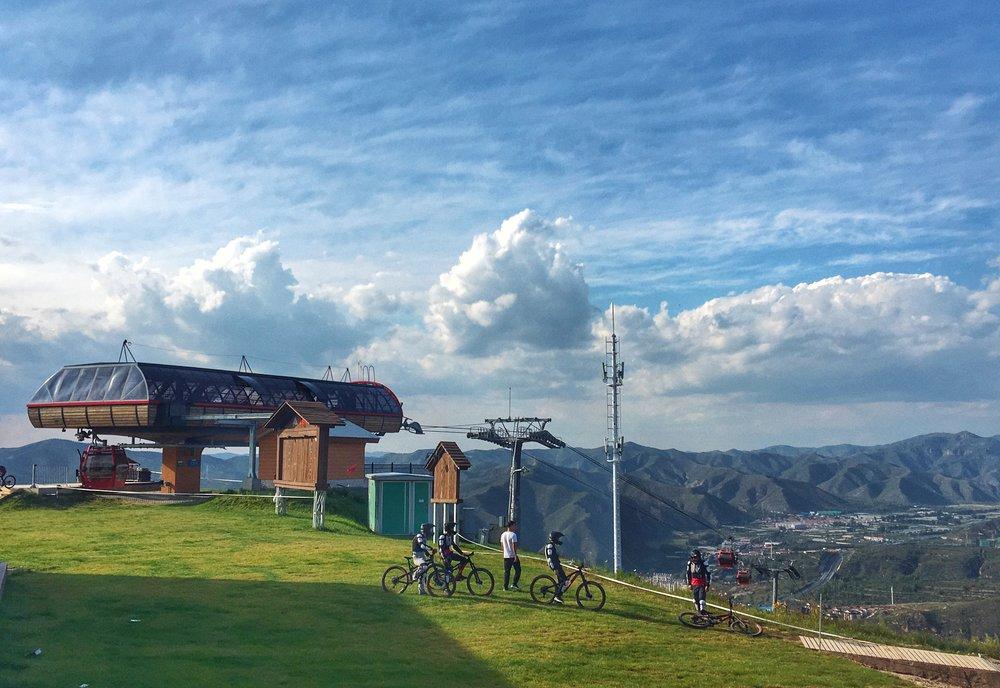 - SUMMER MOUNTAIN DESTINATION RESORTS山地度假目的地夏季