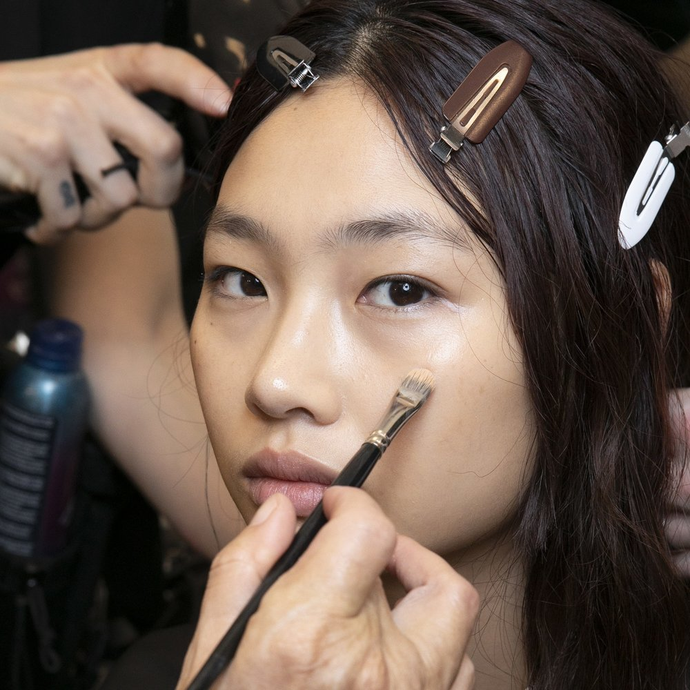 ALLURE - 8 Easy Makeup Tips That Let You Fake Flawless, Glowing Skin