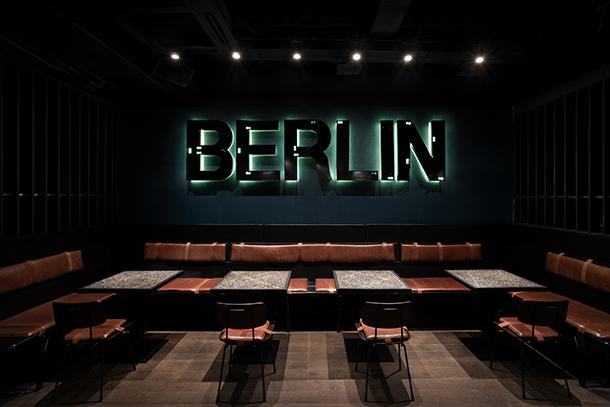 Berlin Bar by Thilo Reich