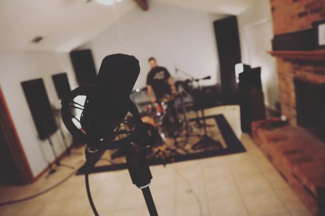 There's always time to explore new mic placements, let's get some more of this room! #snackshackaudio . . . . . . . . #recording #mixingengineer #recordingstudio #roundrock #austintexas #drums #beats #micplacement #audioengineer #producer #recordingartist #independantmusic #finishinghouse #akgmicrophones #semicrophones #porkpiedrums