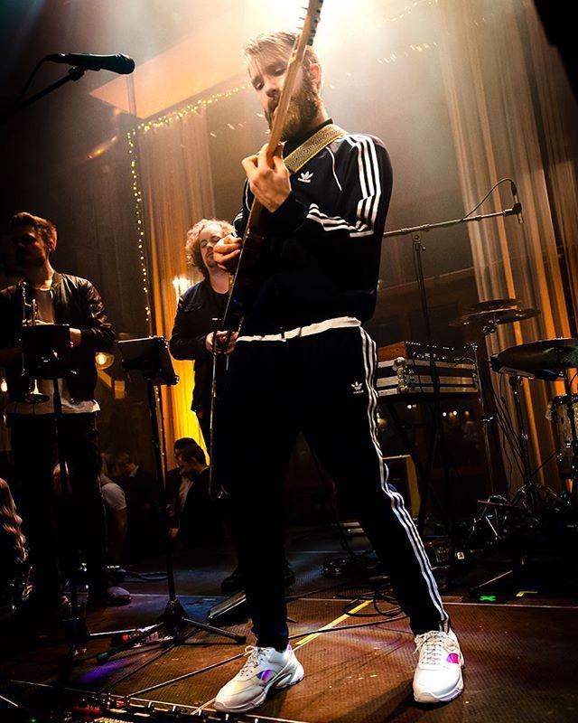 🌟🌟🌟 Foto: @bjornvallin • • • • • #musician #guitar #events #event #eventmusic #eventmusik #onstage #musiker #partymusik #partymusic #entertainment #pedalboard #fenderguitar #sthlmmusic