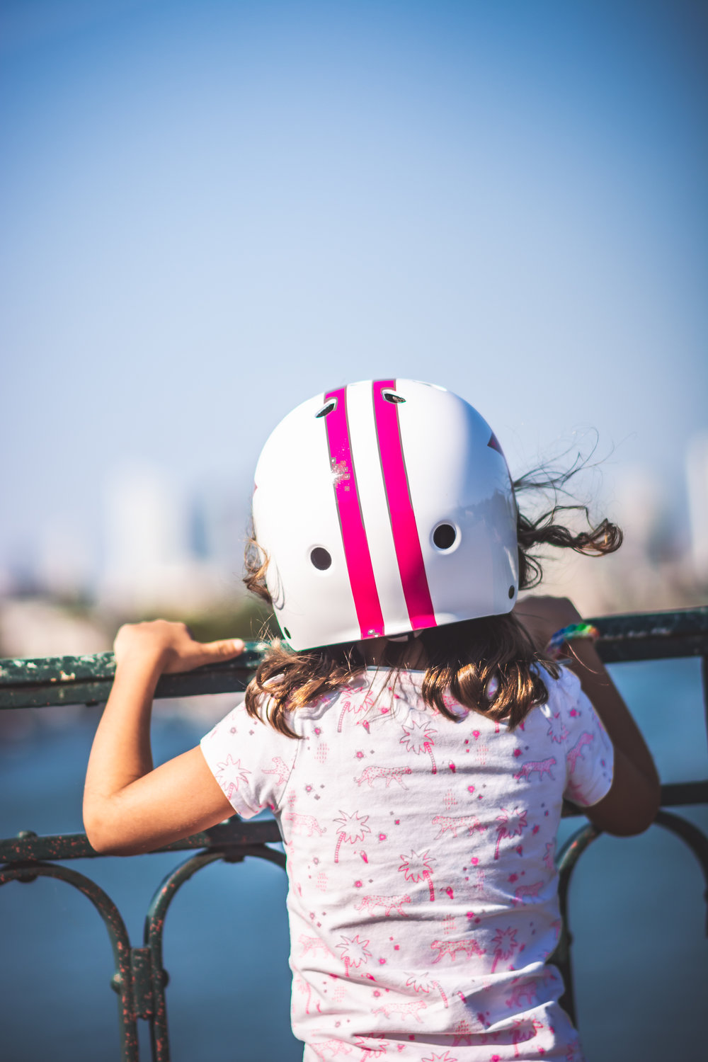 Learn Depth of Field - girl overlooking the seine