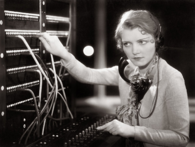 women-telephone-operators-at-work-12.jpg