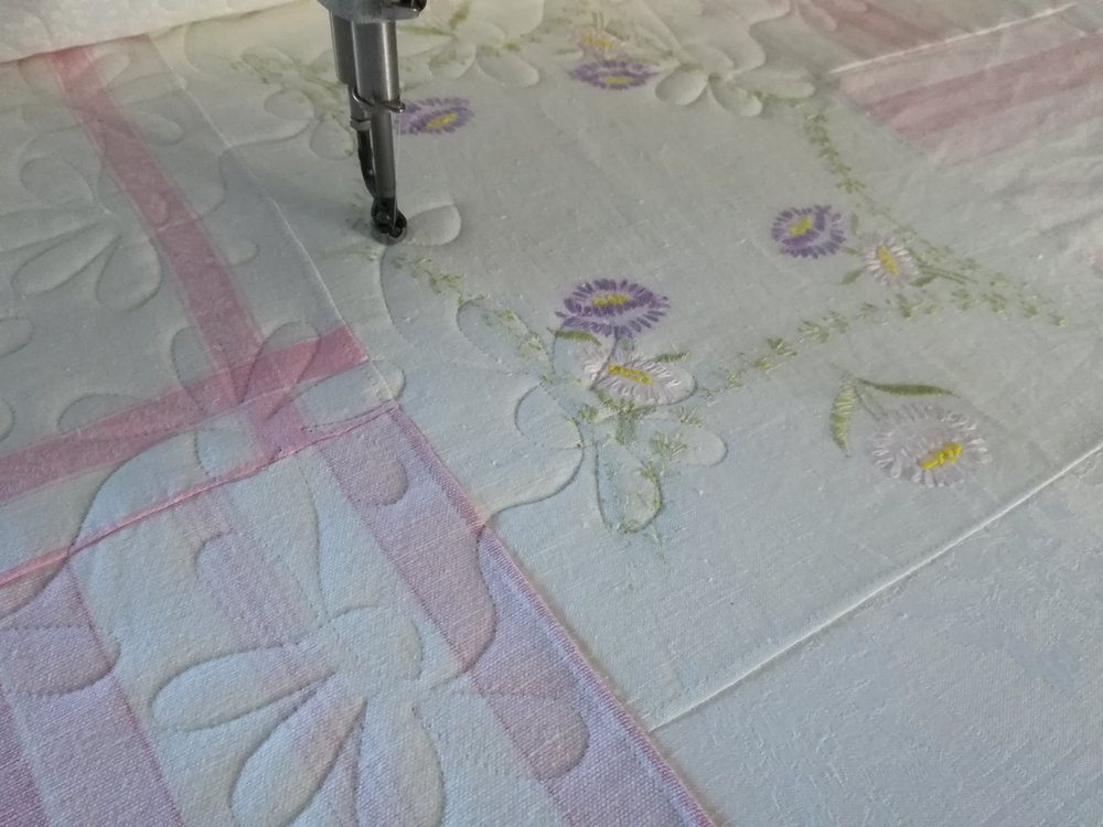 'Daisy Chain' pantograph in progress on Lucy's quilt.