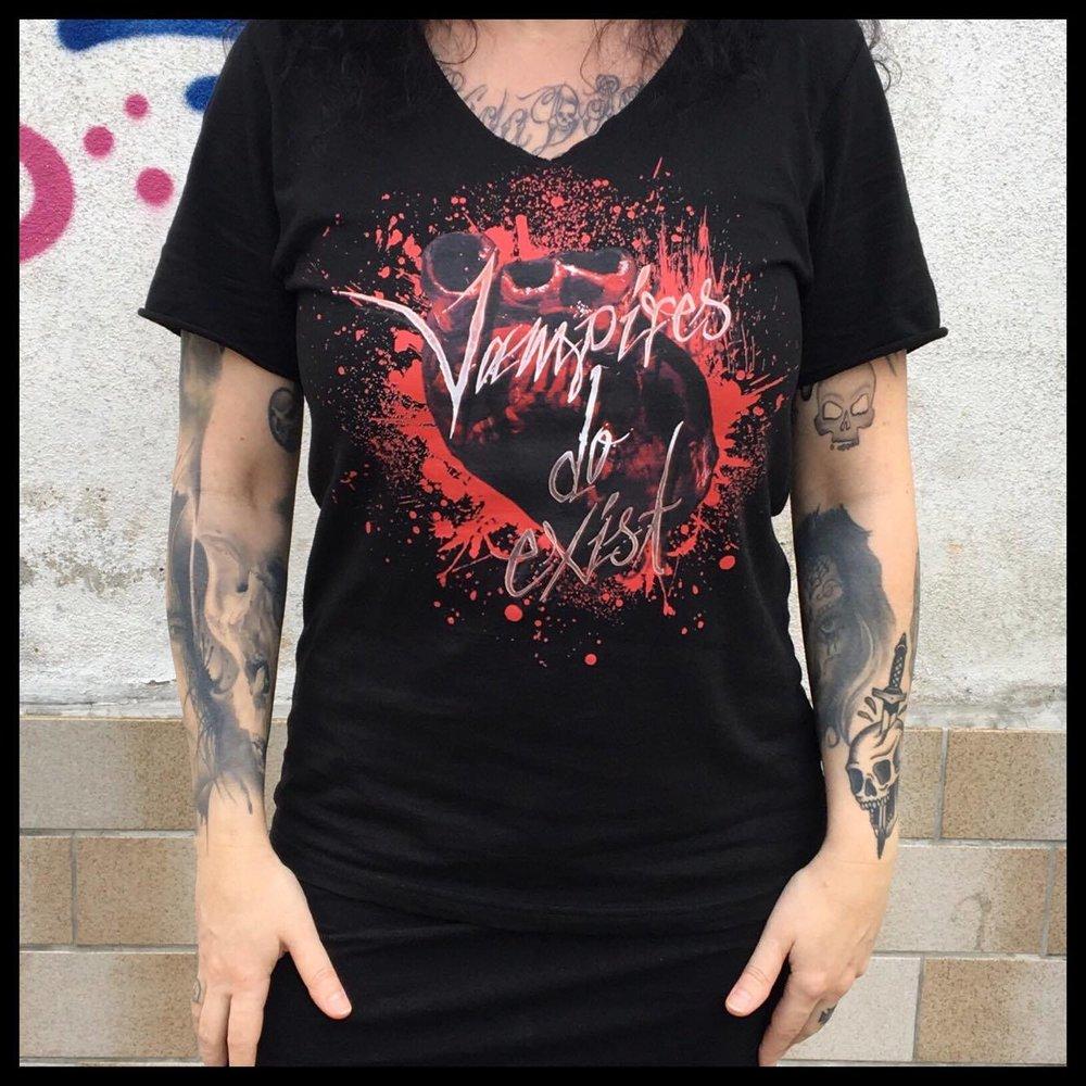 Vampire Shirt V Neck nur auf Vorbestellung möglich!!!Preis 20 €