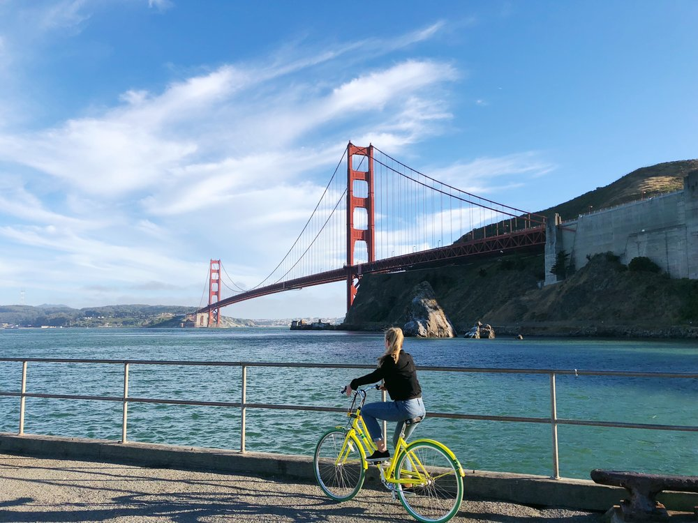 Ferry your way back - After crossing the bridge and taking in the incredible views and mutilple photo-ops, ride to the cosy town of Sausalito for a upscale meal. When ready, you can take the ferry back to San Fransisco (to avoid never ending uphill back to the bridge).