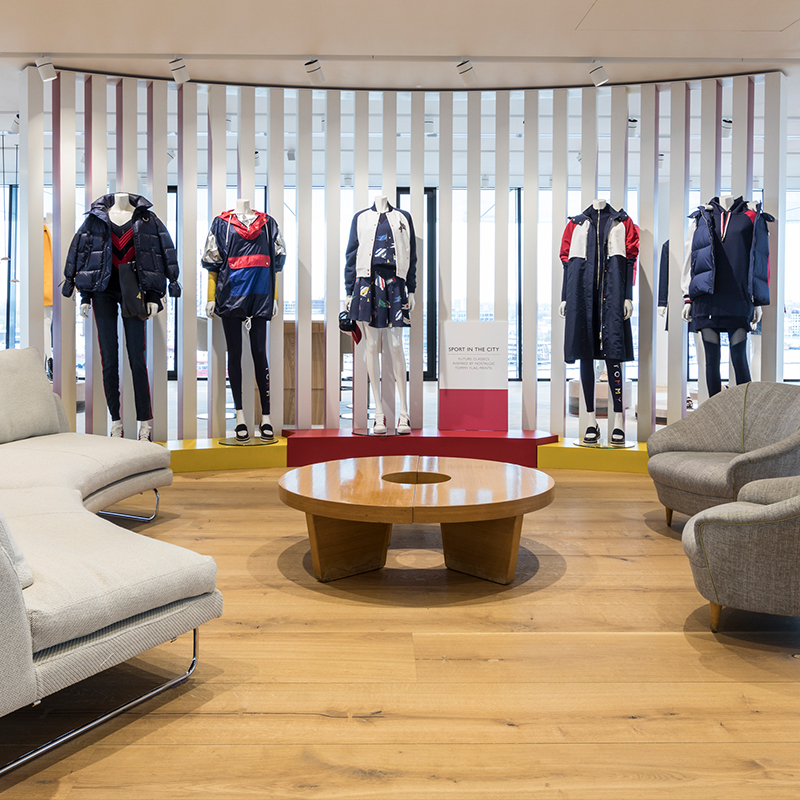 - TOMMY HILFIGER– SHOWROOM –