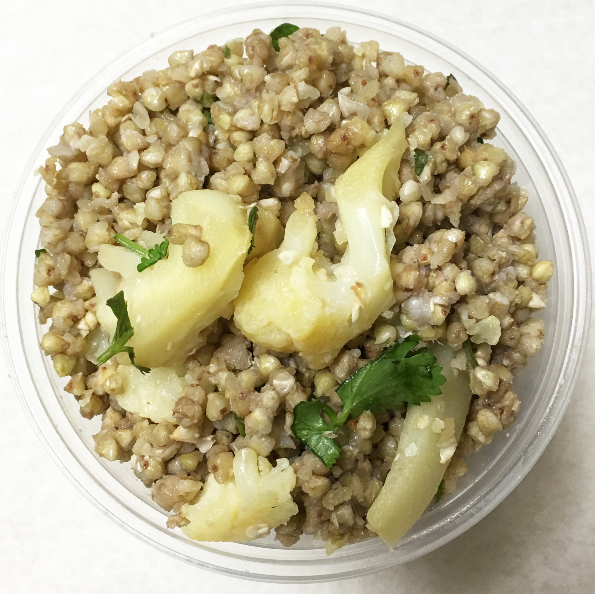Buckwheat salad with cauliflower and parsley.