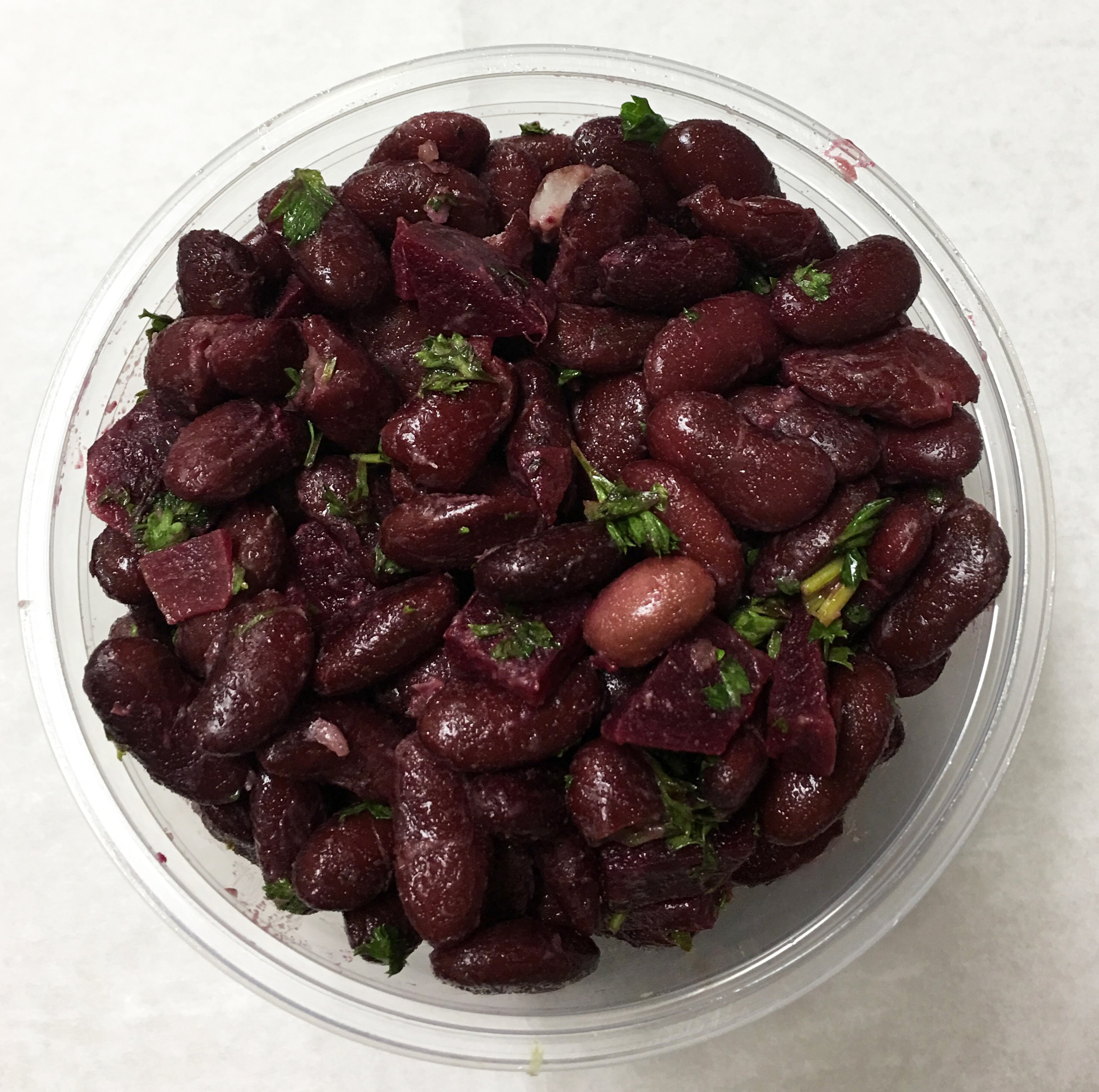 Kidney beans with red beets and parsley.
