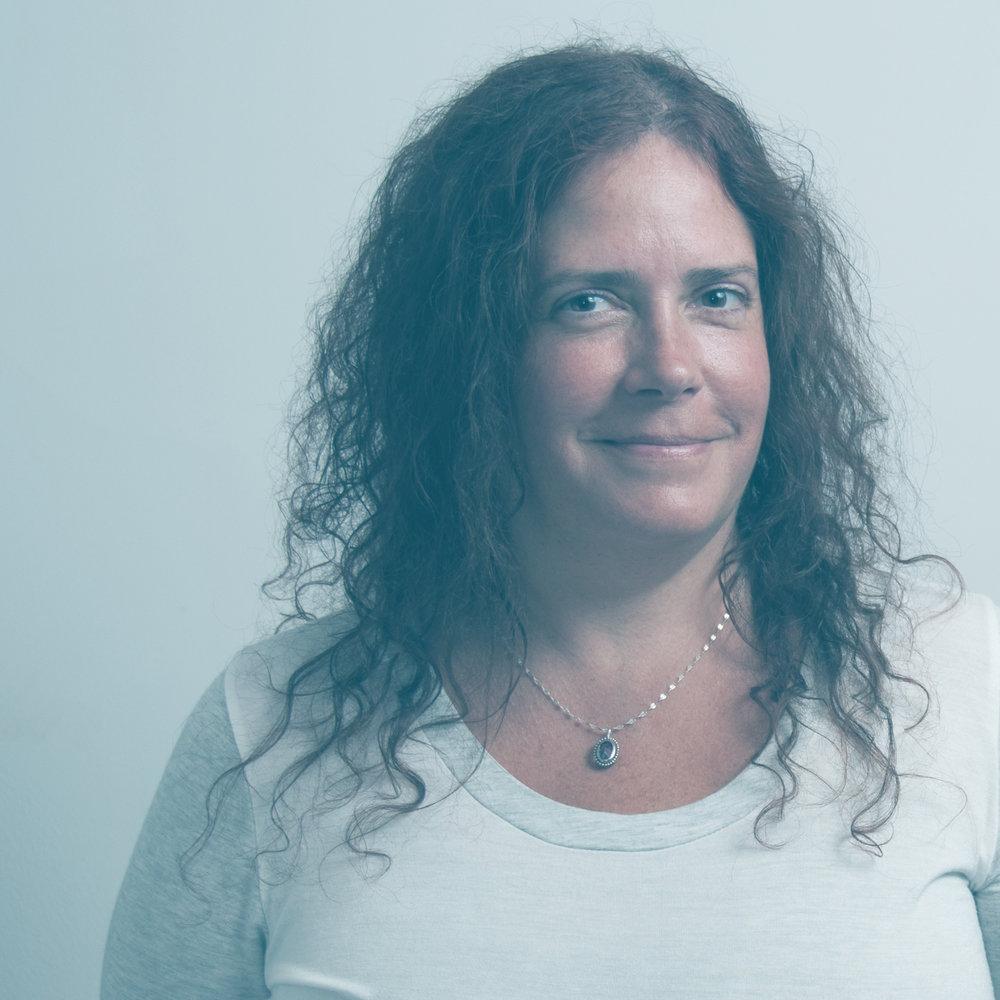 // BRIGITTE DESCARY   _  GESTIONNAIRE DE COMPTES  Avec plus de 25 ans d'expérience, Brigitte a acquis plusieurs de ses compétences en travaillant dans les agences de publicité pour des entreprises d'envergure internationale. Ce qui la démarque est sa spécialité dans le domaine pharmaceutique et son œil de lynx. Tout ce qui la met au défi la stimule!   Contacter Brigitte    LinkedIn