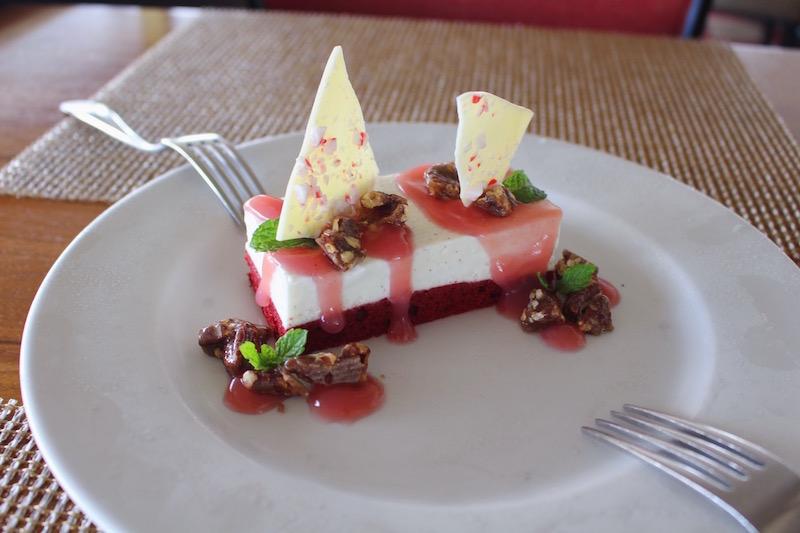 バニラビーンムースケーキ ($9)